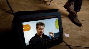 Richard de Hoop bij een televisie show