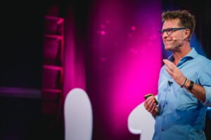 Richard de Hoop op het podium bij Life